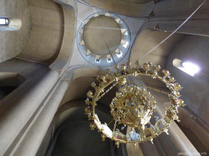 Под куполом храма Метехи в Тбилиси
