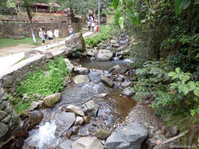 Подъем к водопаду Махунцети