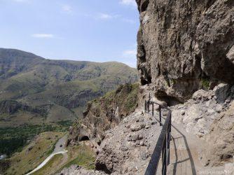 Поднимаемся к верхней церкви Ванис Квабеби