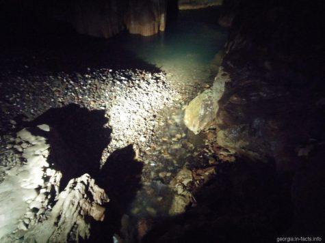 Подземные реки и озера пещеры Прометея в Грузии