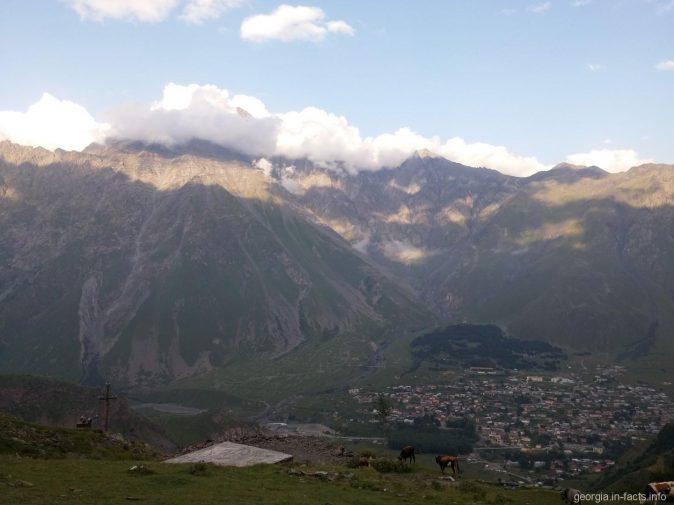 Поселок Казбеги с высоты