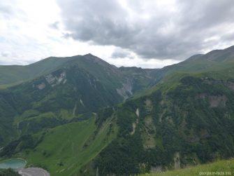 Потрясающие горные пейзажи рядом с аркой Дружбы народов