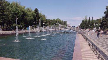 Поющие фонтаны Батуми днем