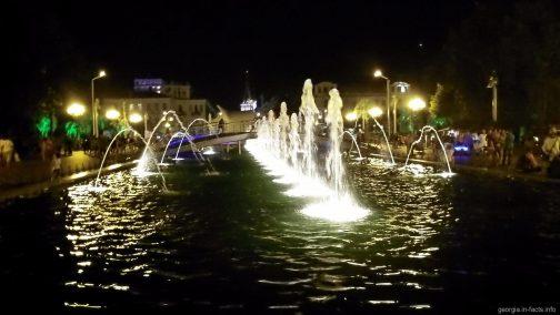 Поющие фонтаны возле ЗАГСа в Батуми
