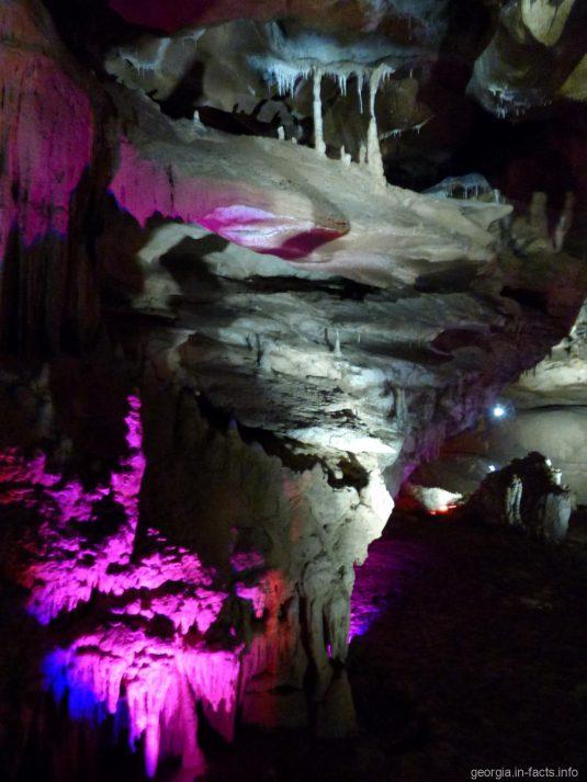 Причудливые образования в пещере Прометея в Грузии