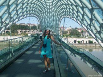 Прогулка по мосту Мира в Тбилиси
