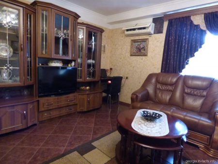 Просторная зала в батумской квартире