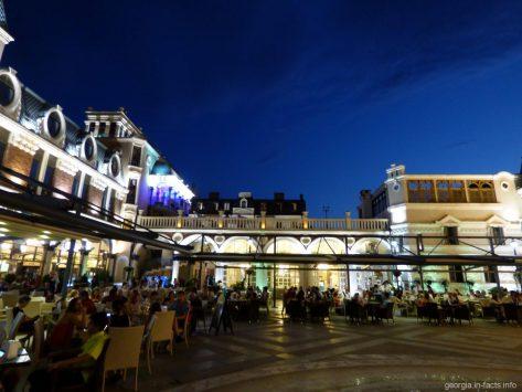 Рестораны на площади Пьяцца в Батуми