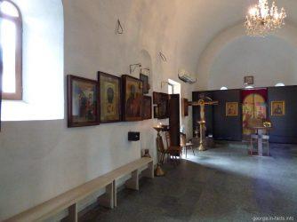 Скромное убранство церкви Святой Варвары в Батуми