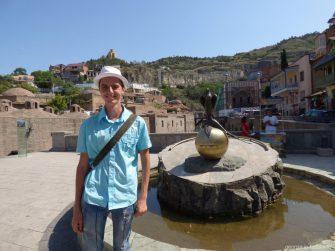 Скульптура с подстреленным фазаном у серных бань Тбилиси