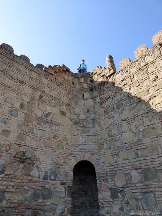 Стена крепости Нарикала в Тбилиси