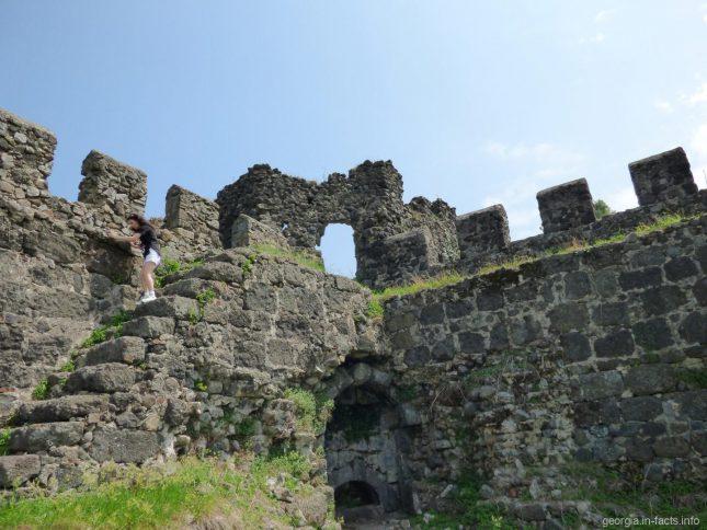 Стены крепости Гонио