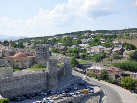 Стоянка перед крепостью Рабат в Ахалцихе