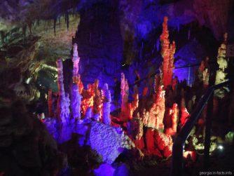 Своеобразные кораллы в пещере Прометея в Кутаиси