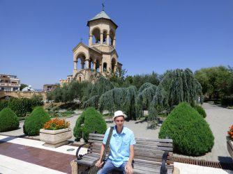 Территория храмового комплекса Цминда Самеба в Тбилиси
