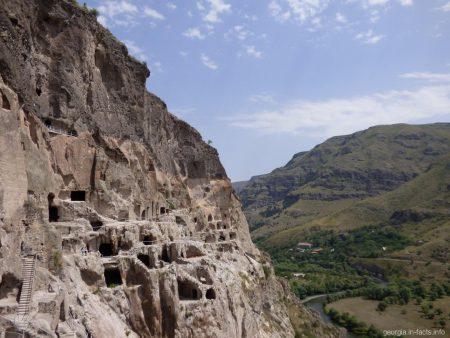 Вардзия, пещерный город и монастырь