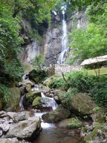 Весь водопад Махунцети