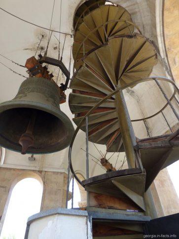Вход на верхний этаж колокольни в Самеба