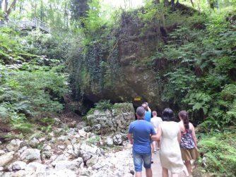 Вход в пещеру Прометея