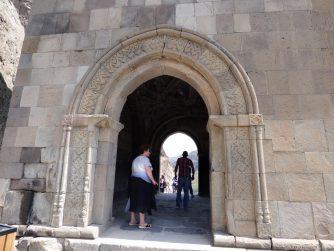 Вход в вардзийскую колокольню