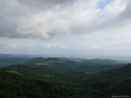Вид на Кутаиси от заповедника Сатаплия