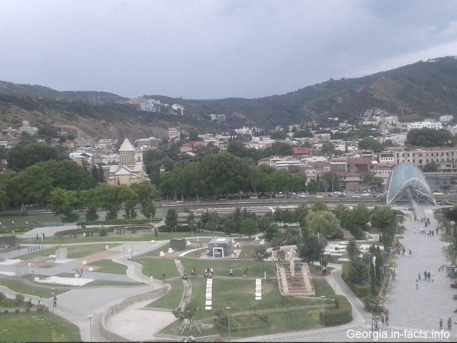 Вид на Тбилиси с высоты