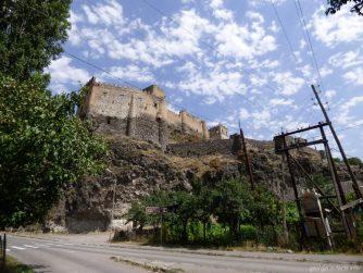 Вид на крепость Хертвиси рядом с Вардзией