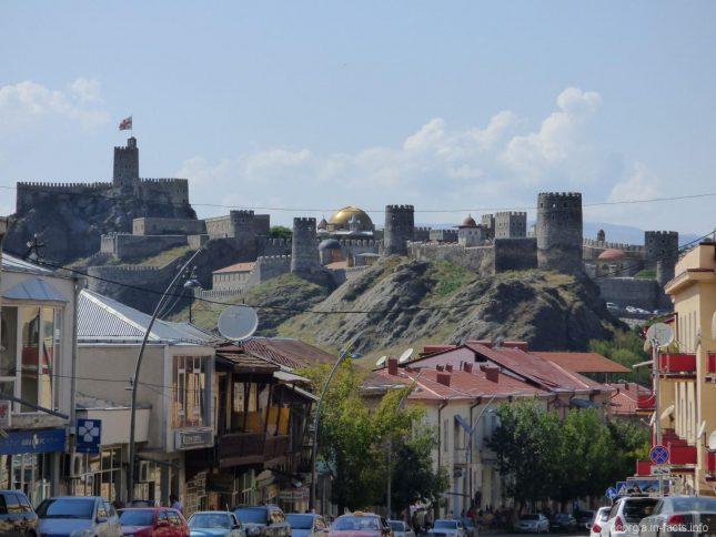 Вид на крепость Рабат с площади перед Вознесенским собором