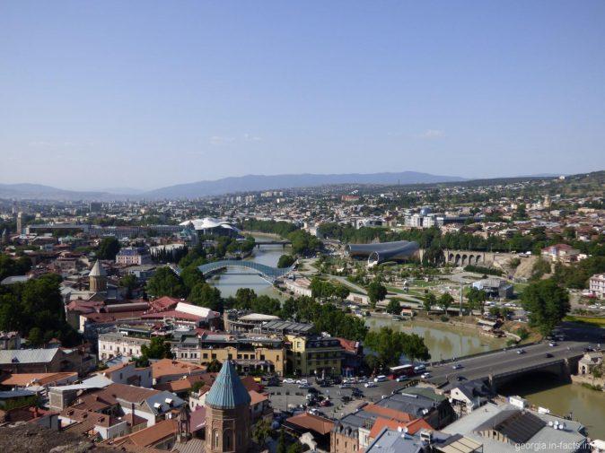 Вид на парк Рике в Тбилиси с высоты птичьего полета