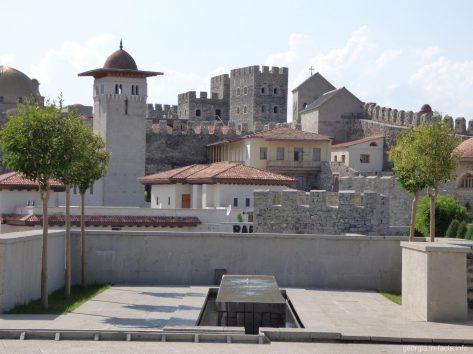 Вид на строения внутри крепости Рабат в Ахалцихе