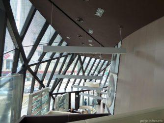Вид со столика внутри Макдональдса в Батуми
