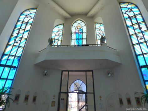 Витражи в храме Святого Духа в Батуми