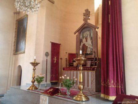 Внутреннее убранство церкви Эчмиадзин в Тбилиси