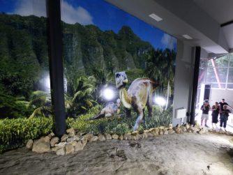 Внутри павильона со следами динозавра