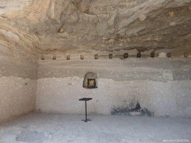 Внутри пещеры в Вардзии