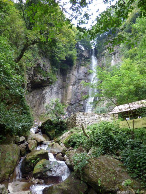 Водопад Махунцети в горной части Аджарии
