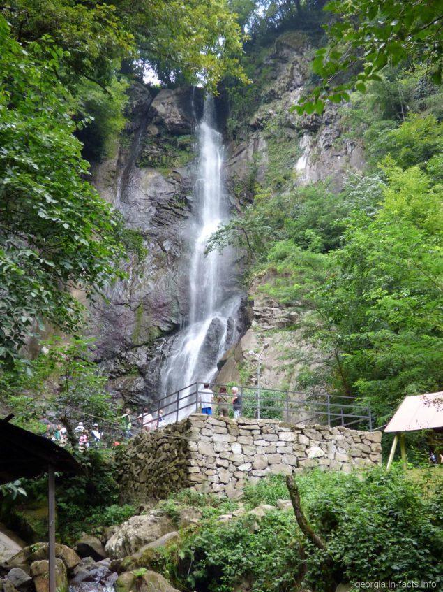 Водопад Махунцети во время экскурсии по горной Аджарии