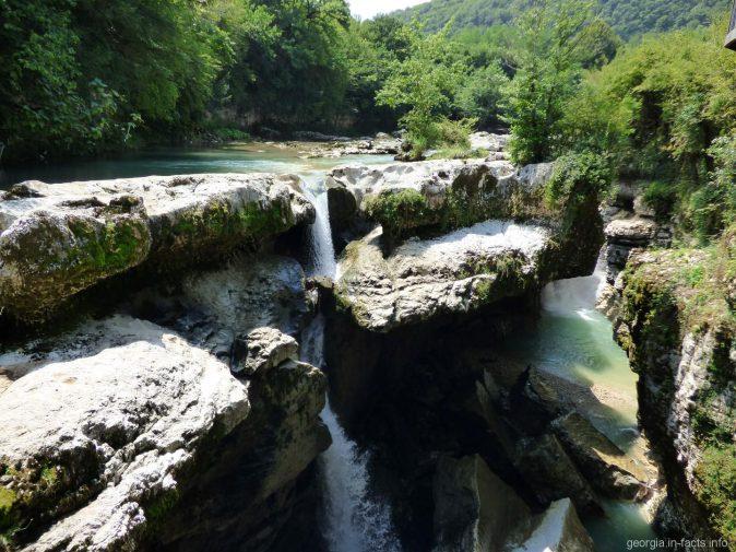 Водопады Мартвили