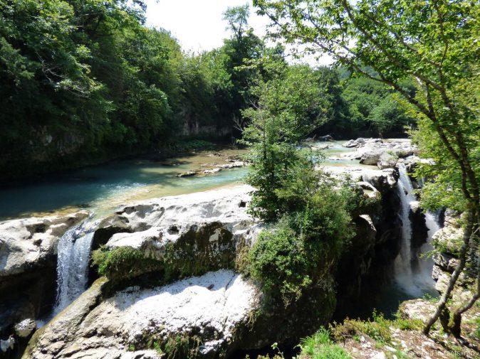 Водопады Мартвильского каньона в Грузии