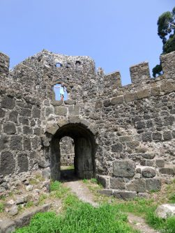 Все, что осталось от стен крепости Гонио