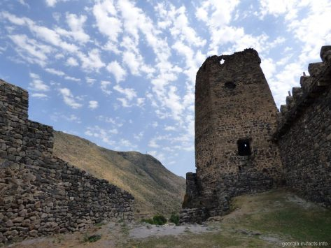Вторая башня в крепости Хертвиси