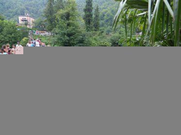 Желающие попрыгать с моста царицы Тамары
