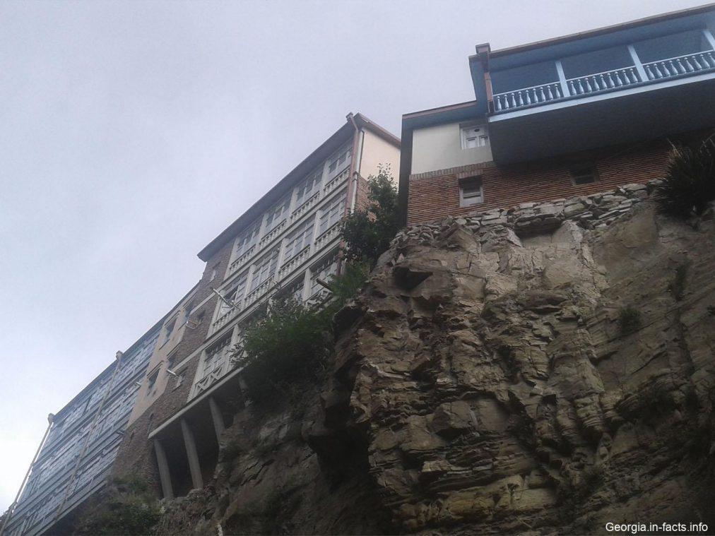 Жилье у водопада в Тбилиси