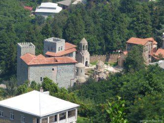 Замок под город Ферия недалеко от подвесной дороги в Батуми