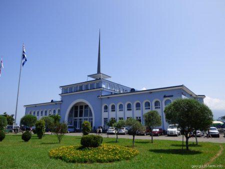 Здание морвокзала в Батуми