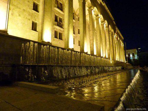 Здание старого парламента Грузии в Тбилиси