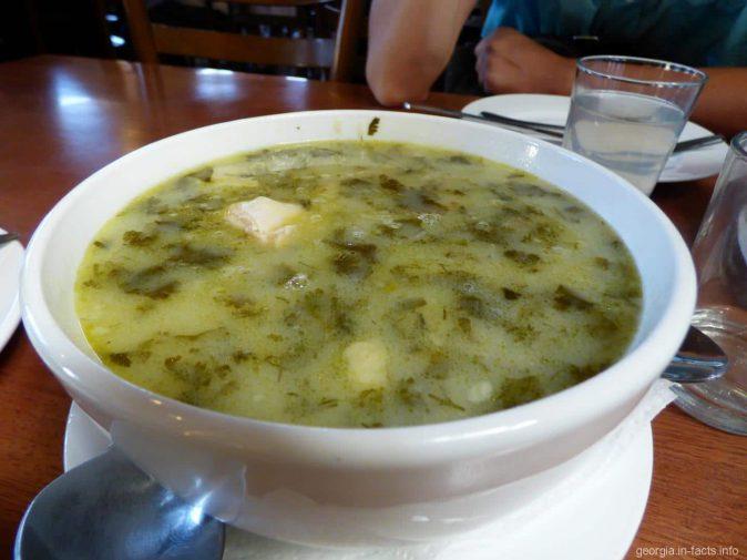 Порция куриного супа в грузинском ресторане