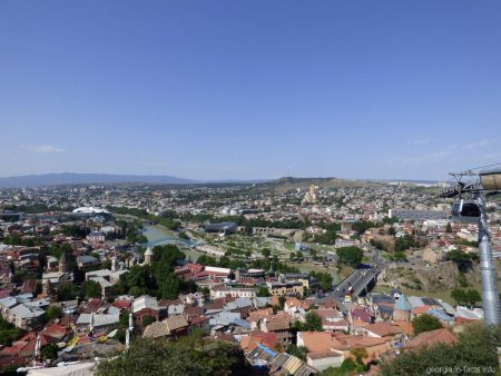 Вид на Тбилиси из обзорной площадки