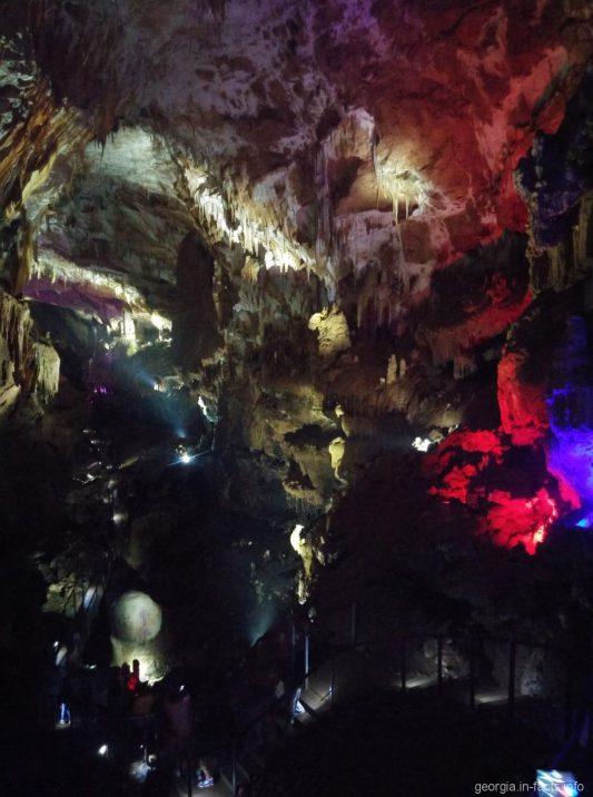 Внутри пещеры Прометея недалеко от Кутаиси
