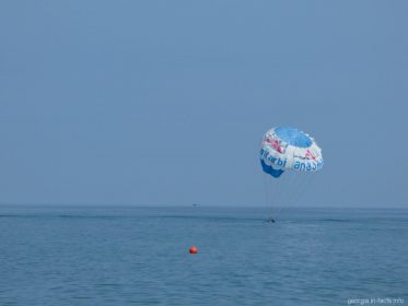 Морские развлечения в центральной части пляжей Батуми